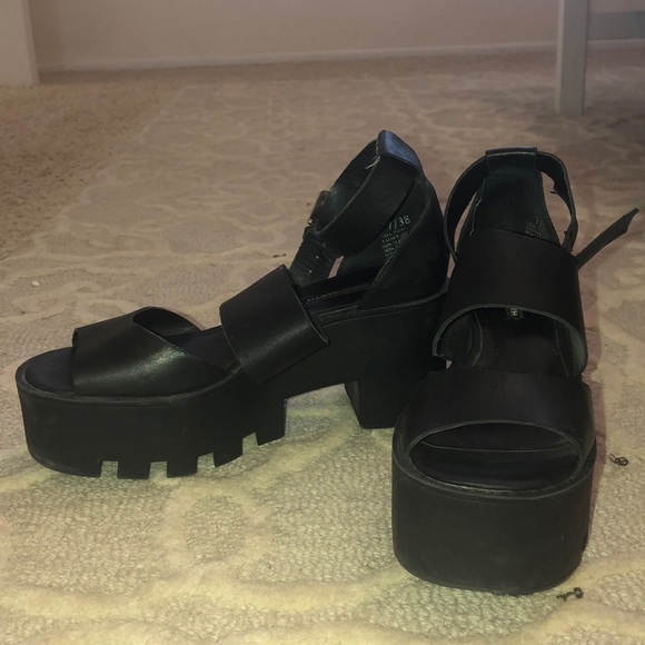 69a235dfc66d Windsor Smith black Puffy Leather Platform Sandals.  M 5be0c639aaa5b823bb32167b